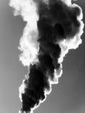 De emissie van de rook in atmosfeer Stock Afbeeldingen