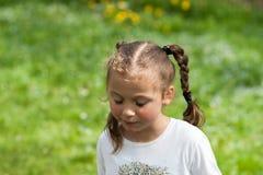 De emoties van een mooi expressief vijf-jaar-oud meisje Royalty-vrije Stock Afbeelding