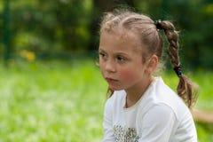 De emoties van een mooi expressief vijf-jaar-oud meisje Stock Foto