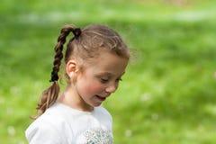 De emoties van een mooi expressief vijf-jaar-oud meisje Royalty-vrije Stock Afbeeldingen