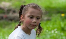 De emoties van een mooi expressief vijf-jaar-oud meisje Stock Afbeelding