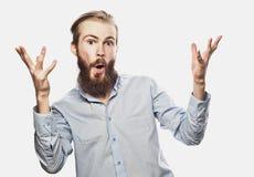 De emotionele zakenman trekt zijn handen apart, uitdrukkend verrassing en teleurstelling Bedrijfs concept stock foto's