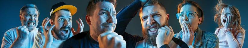 De emotionella ilskna männen, kvinna, tonårigt skrika på blå studiobakgrund Royaltyfria Bilder