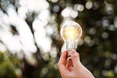 De energie van de ideebesparing en het concept van boekhoudingsfinanci?n Digitale marketing stock afbeeldingen