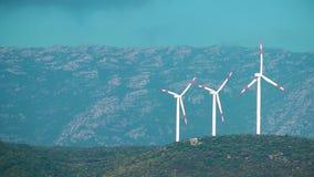 De Energiealternatief van de windmolen stock video