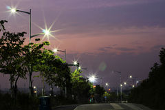 De energy-saving straatlantaarns door leiden worden gemaakt die Stock Afbeelding