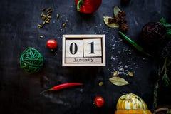 1 de enero concepto del Año Nuevo Calendario de madera de la fecha y del mes de la demostración del bloque del ladrillo del 1 de  foto de archivo libre de regalías