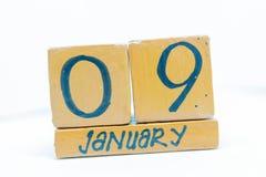 9 de enero Día 9 del mes, calendario en fondo de madera Invierno, concepto del año imágenes de archivo libres de regalías
