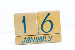 16 de enero Día 16 del mes, calendario en fondo de madera Invierno, concepto del año fotos de archivo libres de regalías