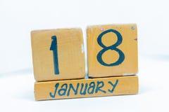 18 de enero Día 18 del mes, calendario en fondo de madera Invierno, concepto del año fotografía de archivo libre de regalías