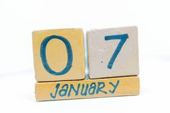 7 de enero Día 7 del mes, calendario en fondo de madera Invierno, concepto del año fotografía de archivo