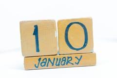 10 de enero Día 10 del mes, calendario en fondo de madera Invierno, concepto del año foto de archivo