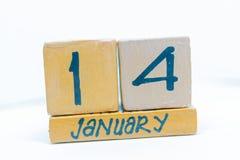 14 de enero Día 14 del mes, calendario en fondo de madera Invierno, concepto del año imagen de archivo