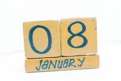8 de enero Día 8 del mes, calendario en fondo de madera Invierno, concepto del año fotografía de archivo