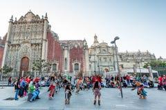 21 de enero de 2017 Danza azteca en la catedral metropolitana, Ciudad de México imágenes de archivo libres de regalías
