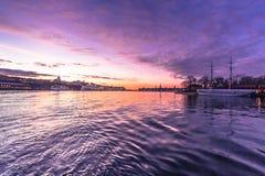 21 de enero de 2017: Crepúsculo en la manera a la isla o de Djurgarden Foto de archivo libre de regalías