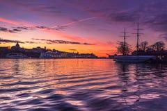 21 de enero de 2017: Crepúsculo en la manera a la isla o de Djurgarden Imagen de archivo
