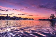 21 de enero de 2017: Crepúsculo en la manera a la isla o de Djurgarden Foto de archivo