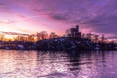 21 de enero de 2017: Crepúsculo en la manera a la isla o de Djurgarden Imagenes de archivo