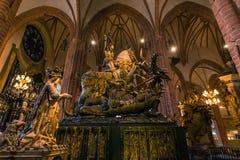 21 de enero de 2017: Estatua de San Jorge que mata el dragón en t Fotos de archivo