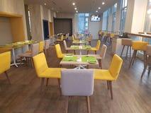 14 de enero de 2017, Kuala Lumpur El inlook del restaurante en Ibis diseña el hotel Sri Damansara Fotografía de archivo