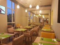 14 de enero de 2017, Kuala Lumpur El inlook del restaurante en Ibis diseña el hotel Sri Damansara Imagen de archivo libre de regalías