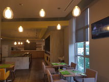14 de enero de 2017, Kuala Lumpur El inlook del restaurante en Ibis diseña el hotel Sri Damansara Fotos de archivo