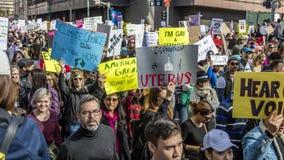 21 DE ENERO DE 2017, LOS ÁNGELES, CA 750.000 participan en marzo de las mujeres, activistas que protestan a Donald J Triunfo en l Fotografía de archivo libre de regalías