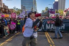 21 DE ENERO DE 2017, LOS ÁNGELES, CA 750.000 participan en marzo de las mujeres, activistas que protestan a Donald J Triunfo en l Fotografía de archivo
