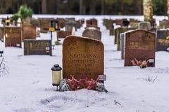 22 de enero de 2017: Piedras sepulcrales en el cementerio i de Skogskyrkogarden Foto de archivo libre de regalías