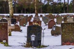 22 de enero de 2017: Piedras sepulcrales en el cementerio i de Skogskyrkogarden Fotografía de archivo