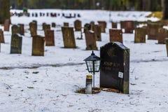 22 de enero de 2017: Piedras sepulcrales en el cementerio i de Skogskyrkogarden Fotos de archivo libres de regalías