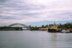 10 de enero de 2017, Sydney, Australia: Vista del puente a del puerto Imágenes de archivo libres de regalías
