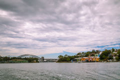 10 de enero de 2017, Sydney, Australia: Vista del puente a del puerto Foto de archivo libre de regalías
