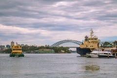 10 de enero de 2017, Sydney, Australia: Vista del puente a del puerto Imagenes de archivo