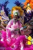 - 1 de enero - el líder de sexo femenino de la tropa baila en Junkanoo, un festival cultural en Nassasu en el 1 de enero de 2011 Fotos de archivo libres de regalías
