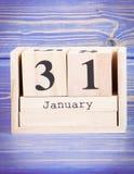 31 de enero Fecha del 31 de enero en calendario de madera del cubo Fotos de archivo libres de regalías