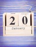 20 de enero Fecha del 20 de enero en calendario de madera del cubo Foto de archivo libre de regalías