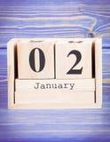 2 de enero Fecha del 2 de enero en calendario de madera del cubo Fotografía de archivo libre de regalías