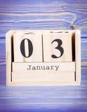 3 de enero Fecha del 3 de enero en calendario de madera del cubo Foto de archivo