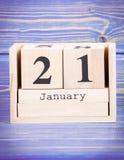 21 de enero Fecha del 21 de enero en calendario de madera del cubo Foto de archivo