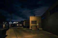 De enge donkere steeg van stadschicago bij nacht Stock Afbeeldingen