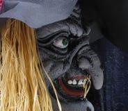 De enge oude decoratie van heksenhalloween, hoofd in profiel royalty-vrije stock foto's
