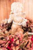 De engel op de Droge Hydrangea hortensia van Bourgondië bloeit Decoratie royalty-vrije stock foto