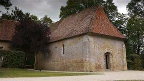 De Engelse Auge kapel van kasteelcrevecoeur in Normandië Frankrijk stock videobeelden