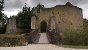 De Engelse Auge poort van kasteelcrevecoeur in Normandië Frankrijk stock video