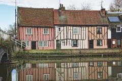 De Engelse Plattelandshuisjes van de Rivieroever Stock Afbeelding