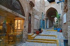 De engte cobblestoned stegen van de oude stad van Jaffa stock foto's