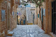 De engte cobblestoned stegen van de oude stad van Jaffa royalty-vrije stock foto's