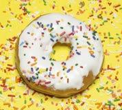 De enige Doughnut met bestrooit Stock Afbeelding
